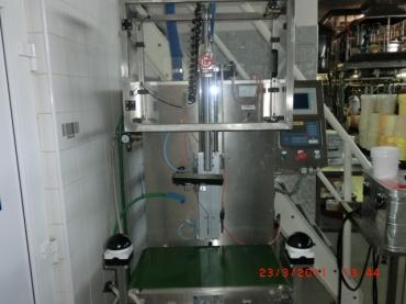 Súlyérzékeny folyadéktöltőgép