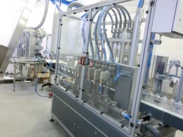 Folyadéktöltő gép áramlásmérővel
