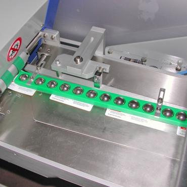 Címkézőgép lapos termékekhez